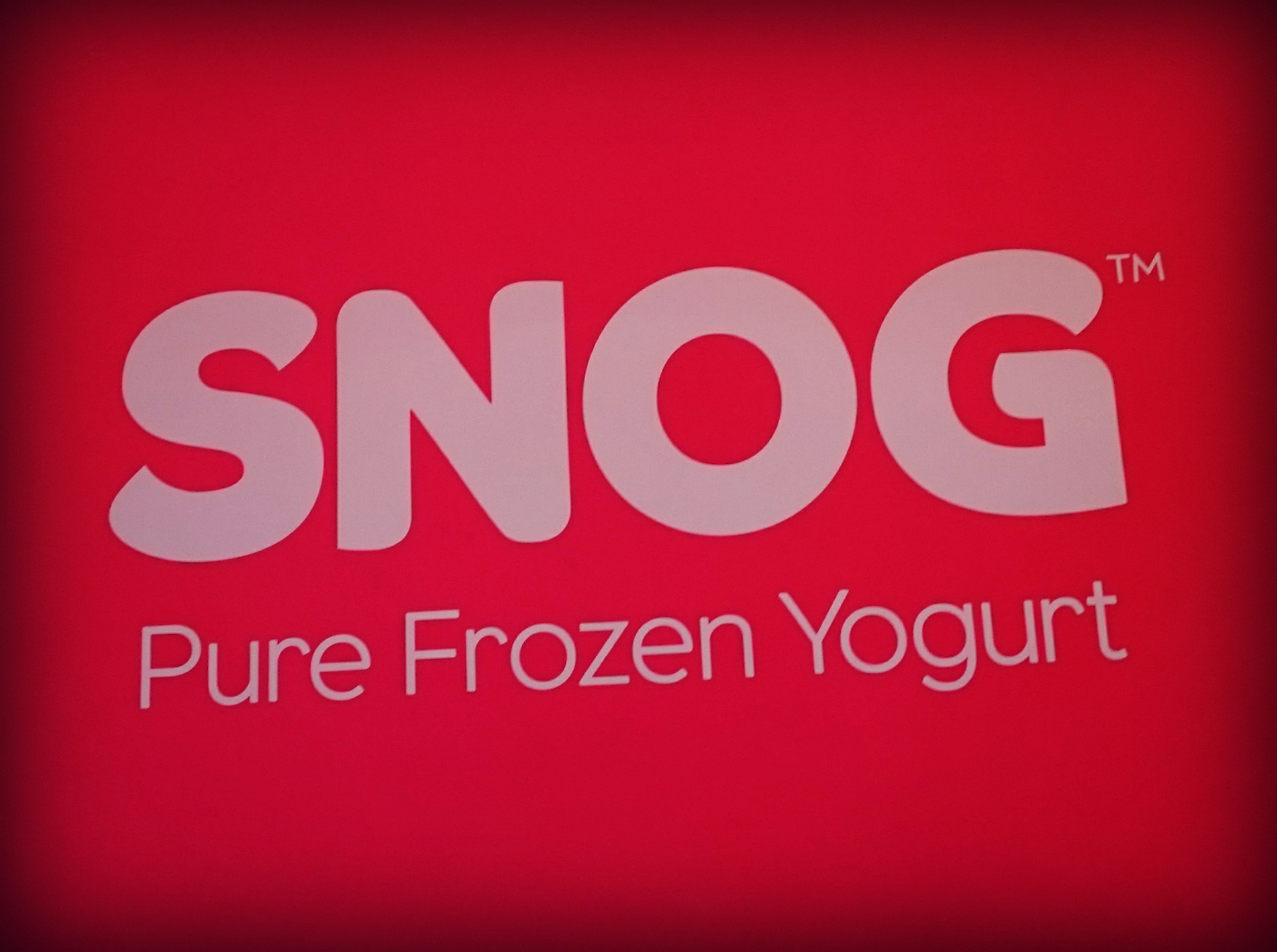 Friendly snog in the snooker hall - 1 6